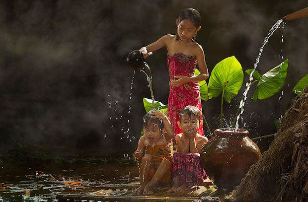 Le monde des enfants en Indonésie par le photographe Herman Damar