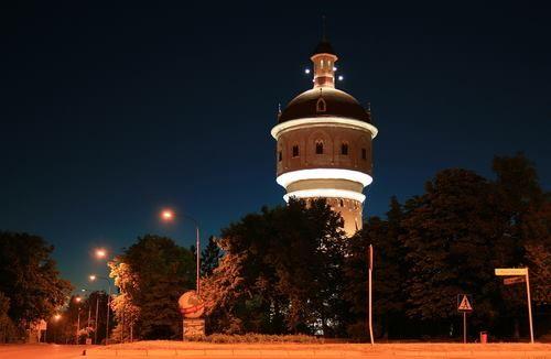 Wieża ciśnień w Ełku - Tu ma swoją siedzibę Muzeum Kropli Wody w którym można obejrzeć eksponaty związane z wodą. Stare pompy strażackie, gąsiory czy butelki. Na ścianach powieszono fotografie starego Ełku z z przełomu XIX i XX wieku. Więcej przeczytaj na http://elk.wm.pl/5787,Elk-Muzeum-Kropli-Wody-i-wieza-cisnien.html#axzz