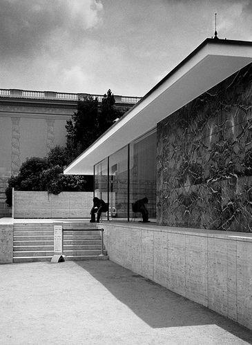Barcelona Pavilion - Mies van der Rohe, Pavillon allemand de l'exposition de Barcelone de 1929
