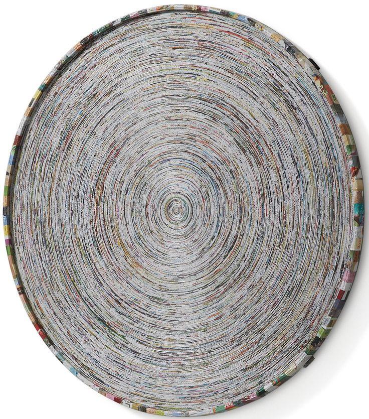 E' un quadro che ipnotizza, per la bellezza e per la curiosità di osservare la particolarità della lavorazione fatta a mano, minuziosa e precisa. Realizzato con carta reciclata. Affascinante e di grande arredo.