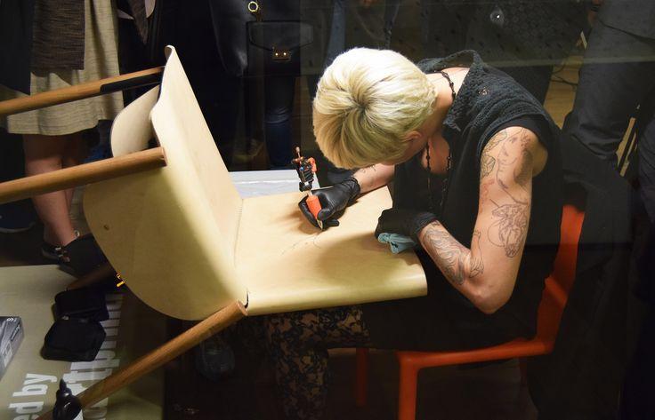 Live tattooing Custom Night – Artigiani 2.0 all'opera Treviso Comic Book Festival 1085 Edition chair  #livetattooing #customchair #tattoochair #tattoo #tcbf #tcbf15 #treviso #trevisocomicbookfestival