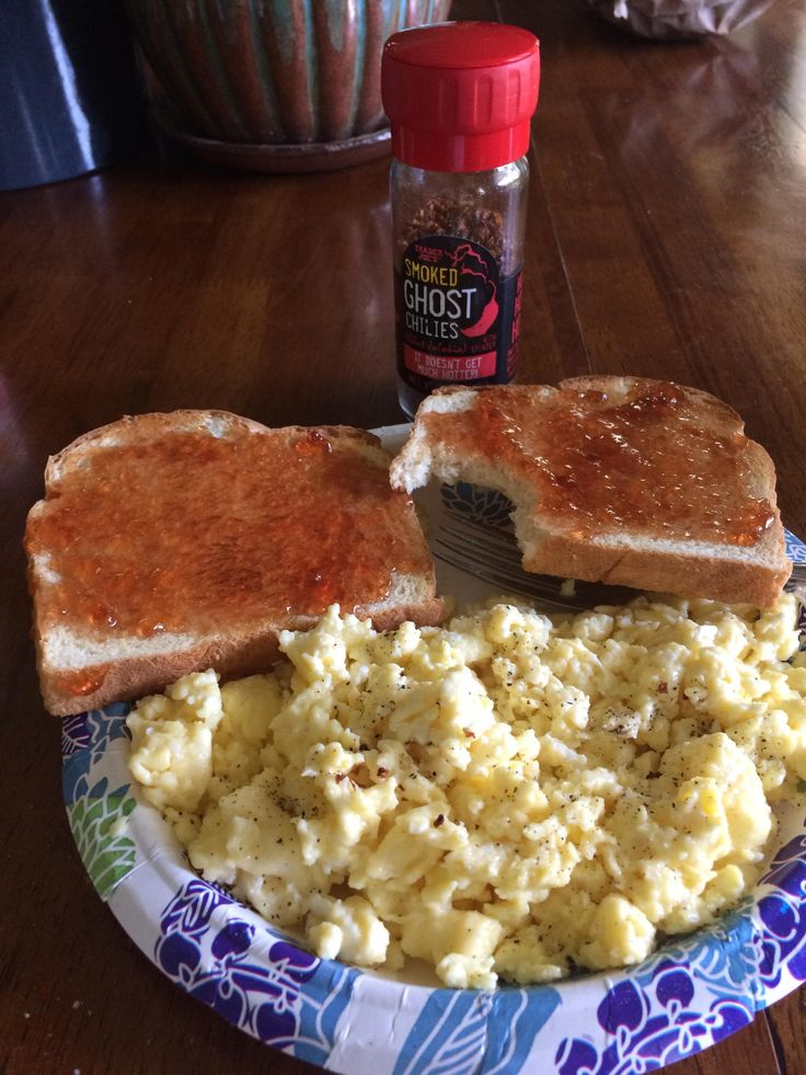 For lunch: scrambled eggs with smoked ghost pepper flakes sea salt and pepper with a side of toast and jelly! #spicy #food #hot #foodporn #delicious #yummy #foodie #dinner #dirty