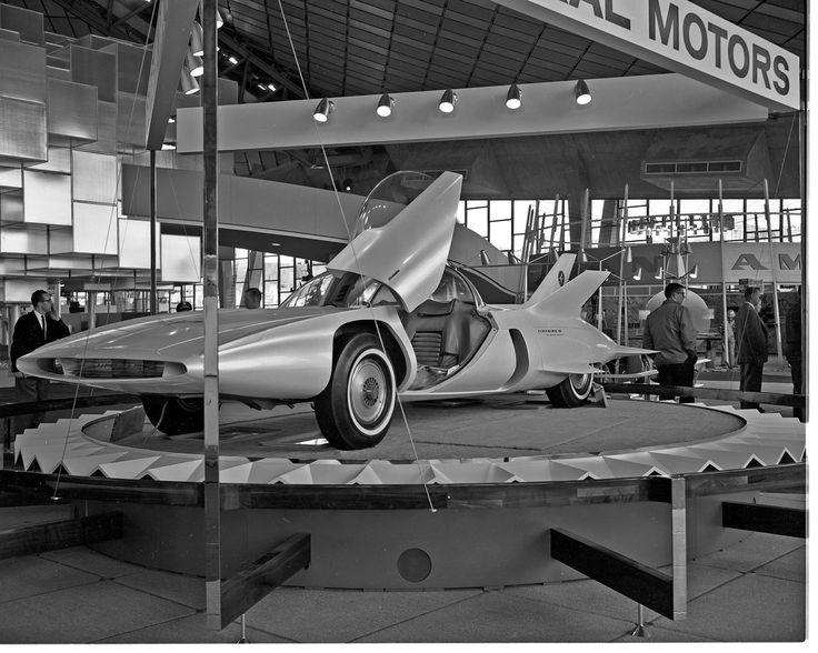 """Harley Earl (1893 – 1969) fue un diseñador legendario de la compañía automovilística General Motors, un innovador en las técnicas de diseño y un pionero de los """"concept cars"""" (prototipos o coches conceptuales).  En 1938 presentó un revolucionario diseño; el Buick Y Job, considerado como el primer coche conceptual en la historia del automovilismo. Earl introdujo la concepción como... Ver más"""
