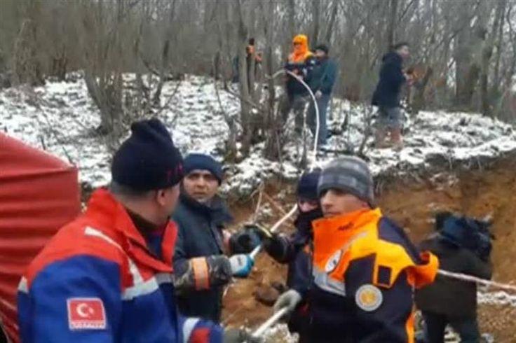 Um cão, com apenas quatro meses, caiu num buraco na Turquia e foi resgatado ao fim de dez dias. Bombeiros, mineiros e um grupo de estudantes universitários uniram esforços para resgatar o animal.