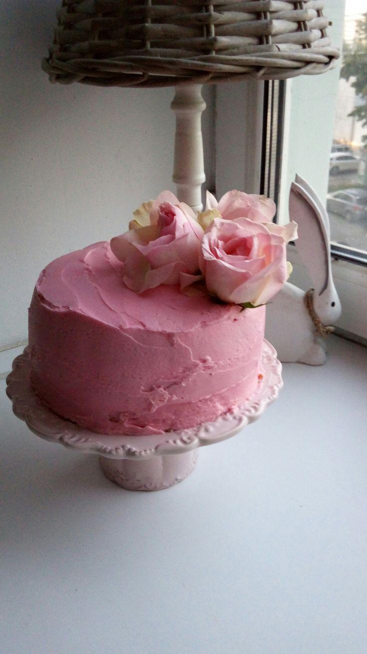 Ванильно-розовый торт