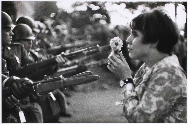 La fille à la fleur  Photo Marc Riboud (1967)  http://monblog75.blogspot.fr/2011/03/la-fille-la-fleur-analyse-dune-photo.html