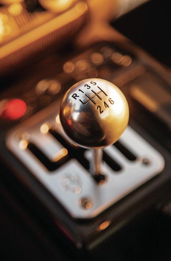 JusquOboutdumonde   one of the last modern manual gearboxes made for Ferrari, from the 2009 Ferrari 599 GTB Fiorano.