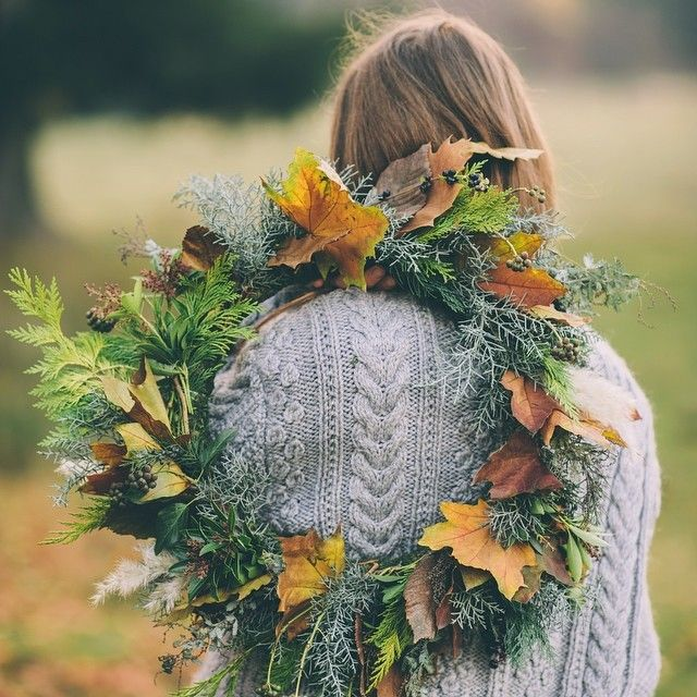 A simple foliage wreath to mark the autumn equinox. Photo by @deersphotos