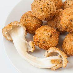 Knusprig frittierte Mozzarella-Bällchen (oder Mozzarella-Sticks) - sooo lecker und einfach #tasty #dinner