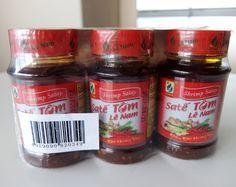 コストコで買った サテ・トム(ラー油)のレポで~すベトナム 辣油エビ味 778円也ベトナムの ラー油 サテ・トム(Sate Tom) 100g×3消費期限は 2017.4.21  もちろん 本場ベトナム産 食べる辣油という感じなので 小さいです ベトナム料理のみならず いろんなものに使える万能調味料 インスタントコーヒーと同じ 銀紙栓  中は 具がいっぱいのラー油  お味は 辛いけど 一般的なラー油より 後味さっぱりな辛さで エビのうま...