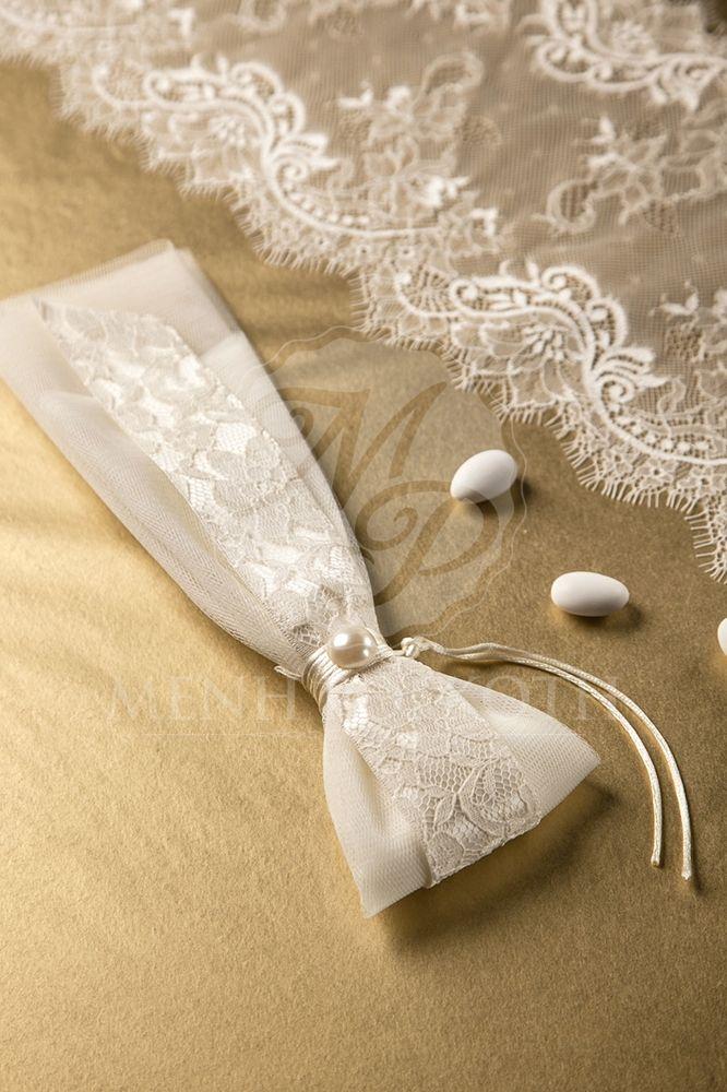 Μπομπονιέρα γάμου ιβουάρ με δαντέλα και πέρλα