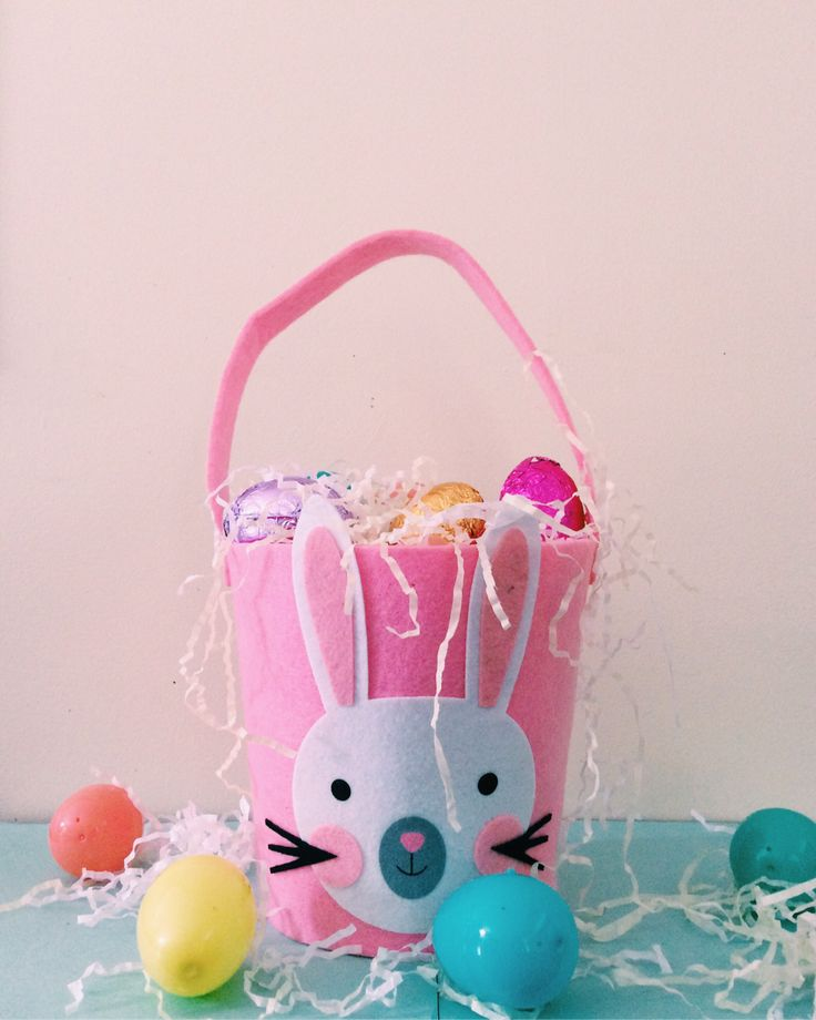So Easter is right around the corner and I like taking holidays like this as an excuse to make my friends and family cute, themed gifts. So here is my Diva Addition Easter Basket.