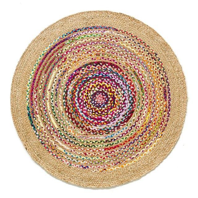 Le tapis Jaco. En coton et jute tressé à la main. Rayé multicolore. Isolant thermique et phonique naturel, le tapis recompose l'espace, réchauffe une pièce, crée un sentiment de bien-être, de confort. C'est un élément de décoration qui apporte style et ambiance.Dimensions de tapis Jaco :- Ø120 cm.    Livraison chez vous : Votretapis Jaco sera livré chez vous sur rendez-vous, même à l'étage ! Attention !Veuillez vérifier que les ouvertures (portes, escaliers, ascenseurs) permettront le…