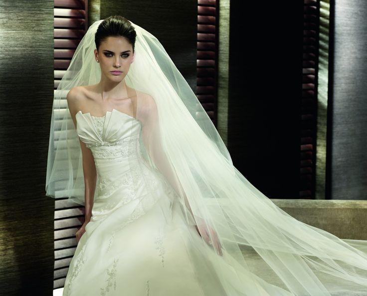 Estampa - Pronovias - Esküvői ruhák - Ananász Szalon - esküvői, menyasszonyi és alkalmi ruhaszalon Budapesten