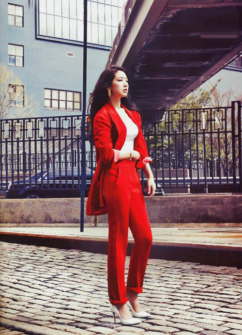 Instyle Korea - Park Shin Hye - Red Suit