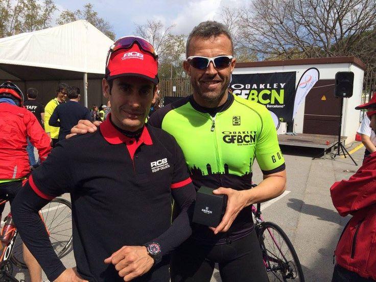 Josep Oriola, ganador de la Oakley Gran Fondo Barcelona 2016, con su KRONOS, al lado de Jose Luis Muñoz, de IT'S YOUR TIME. http://www.kronos.es/your-time