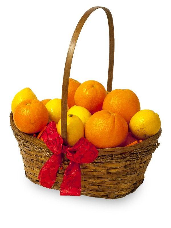 Cos cu citrice Fie ca e vorba de o limonada sau de oranjada, citricele din acest cos va vor oferi un plus de vitamina C pentru o zi plina de energie.