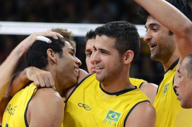 Brasil estreia com vitória tranquila no vôlei masculino