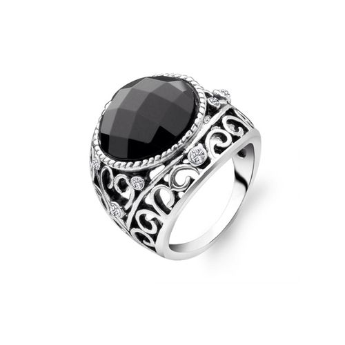 Vintage Style Agate Ring. Black agate crystal is set in a silver plated vintage ring.