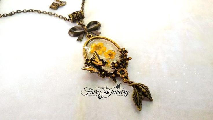 Collana farfalla monarca fiori naturali giallo bronzo anticato resina, by Evangela Fairy Jewelry, 15,00 € su misshobby.com