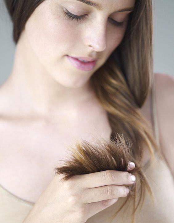 Pour les cheveux abimés, fourchus et cassants, on le sait: rien ne remplace une bonne coupe! Mais pour prendre soin de vos pointes abimées, les dompter, et prévenir la casse en les protégeant, voici une recette toute simple qui a fait ses preuves.Les ingrédients qu'il me faut:-�...