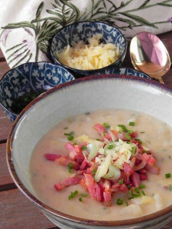 Sopa cremosa de patata (con bacon y cebolleta)