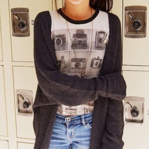 Brandy melville cardigans and graphic tees <3 . Teen inspiration fashion