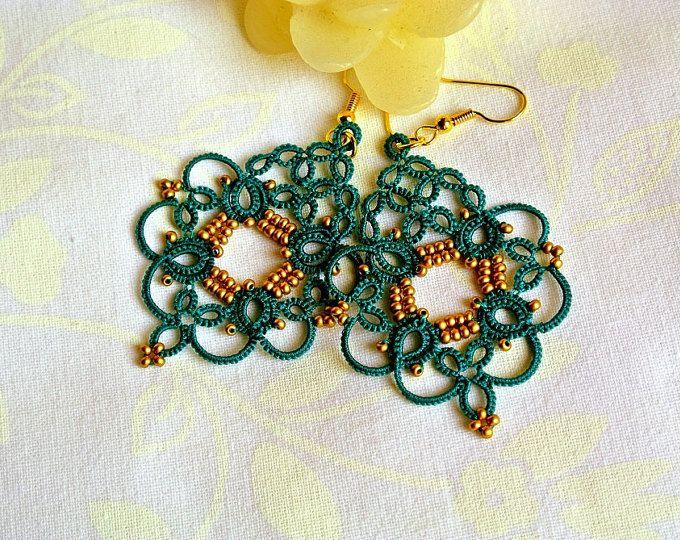 Orecchini chandelier smeraldo pizzo chiacchierino   made in Italy   orecchini eleganti e leggeri   frivolitè   tatting