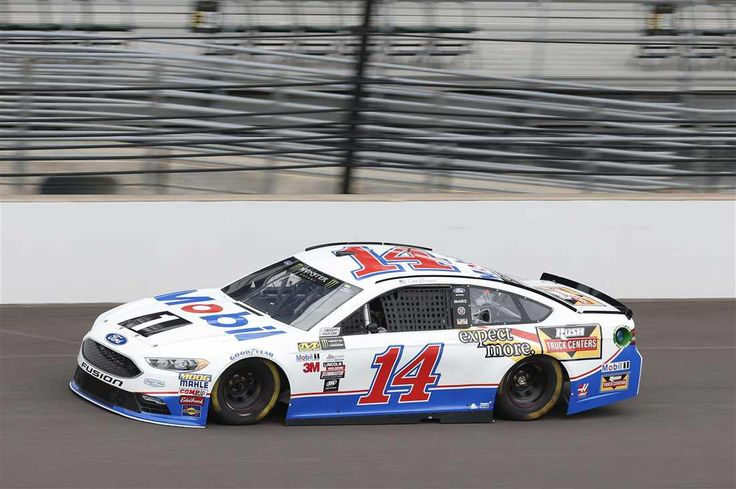 Starting lineup for Brantley Gilbert Big Machine Brickyard 400 Saturday, July 22, 2017 Clint Bowyer will start 18th in the No. 14 Stewart-Haas Racing Ford Crew chief: Mike Bugarewicz Spotter: Brett Griffin Photo Credit: Matthew T. Thacker NKP Photo: 18 / 40