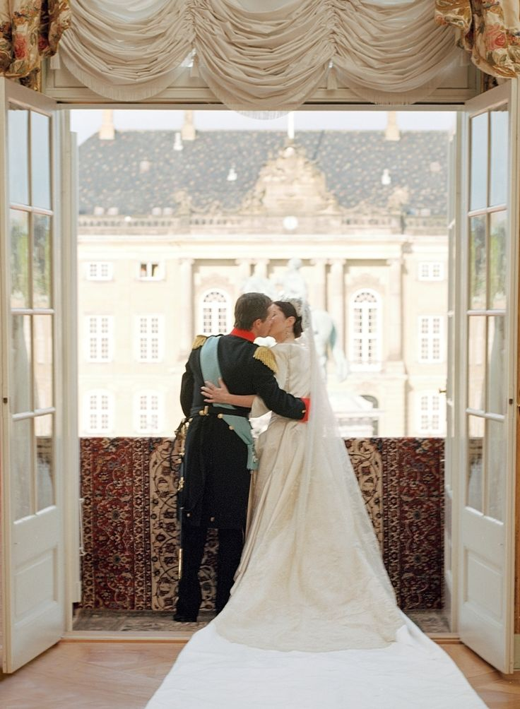 Totally gorgeous photo of Frederik and Mary on their wedding day, May 14th 2004