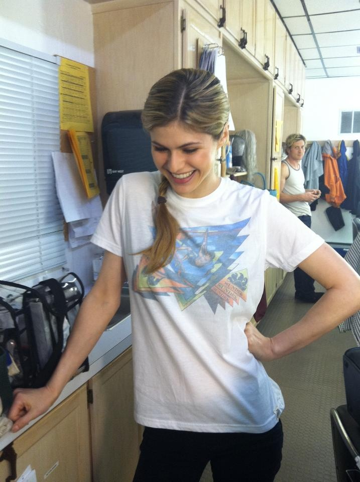 Alexandra Daddario! Lol the guy in the background # ...