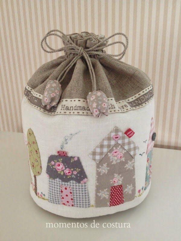 Bolsa de lino con aplicaciones, bordados y pintura