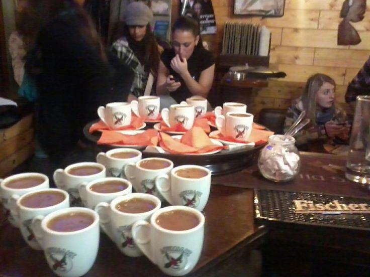 Σε ένα καφέ στη Θεσσαλονίκη σου λένε το φλιτζάνι με χαρτάκι προτεραιότητας, και άλλα σουρεαλιστικά Αυτό έπρεπε να το δω με τα μάτια μου!