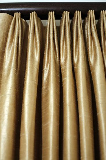 detail triple euro pleats