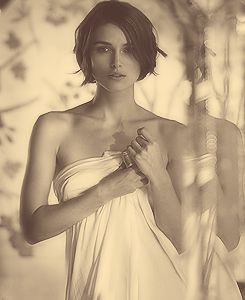 dyinglikeashootingstar: 250 Photos Of Keira... - Short Hair - if growing out hair - stack in back?