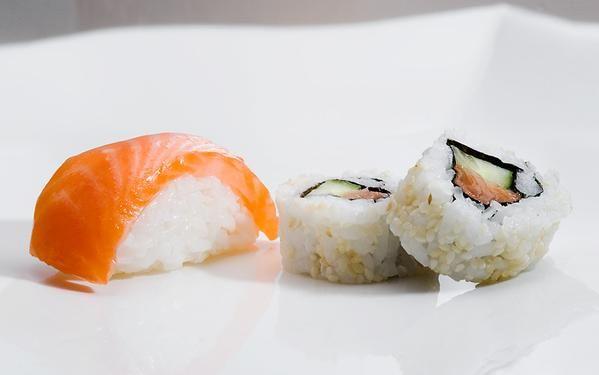 Frauen dringen in die Sushi Zubereitung ein ;-)