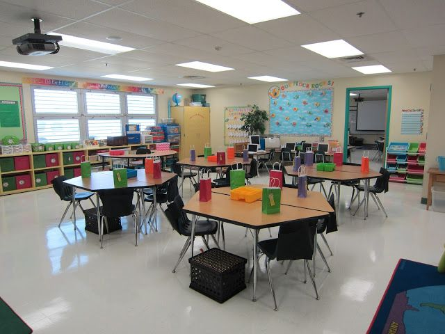 Classroom Reveal! Tons of pictures and links to freebies.