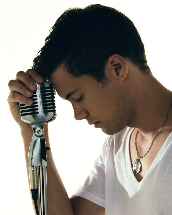Drew Seeley-YES. IM DYING. HE SINGS AND DANCES. CAN I BE 10 YEARS OLDER AND MARRY HIM PLEASE??