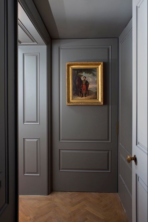 Very elegant use of dark grey. Use Marston & Langinger Greyfriars Chalky Interior Matt to re-create this style.