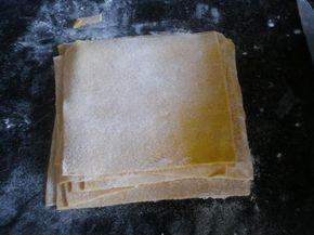 La meilleure recette de Pate à raviolis chinois(WON TON)! L'essayer, c'est l'adopter! 4.9/5 (10 votes), 5 Commentaires. Ingrédients: Pour environ 30carrés:300g de farine une cas de curcuma,une cac de sel,un œuf et de l'eau