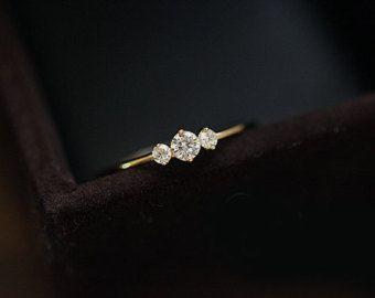 Zierliche Moissanite Verlobungsring 14K von Donatellajewelry