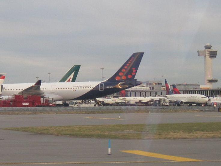VFR into JFK Kennedy International Airport in a Cirrus SR20 G3. ATC