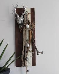 Nice Wanddeko aus neuem Holz Dekoriert mit B nder nat rlichen Materialien Kugeln und einem Hirschkopf Preis Mehr