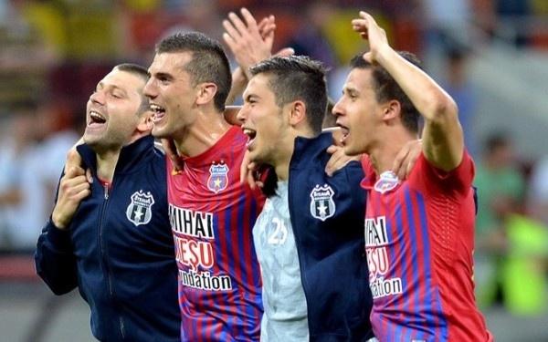 """Campioni am fost, campioni vom fi pana vom muri. Steaua, te iubesc 24 din 24."""