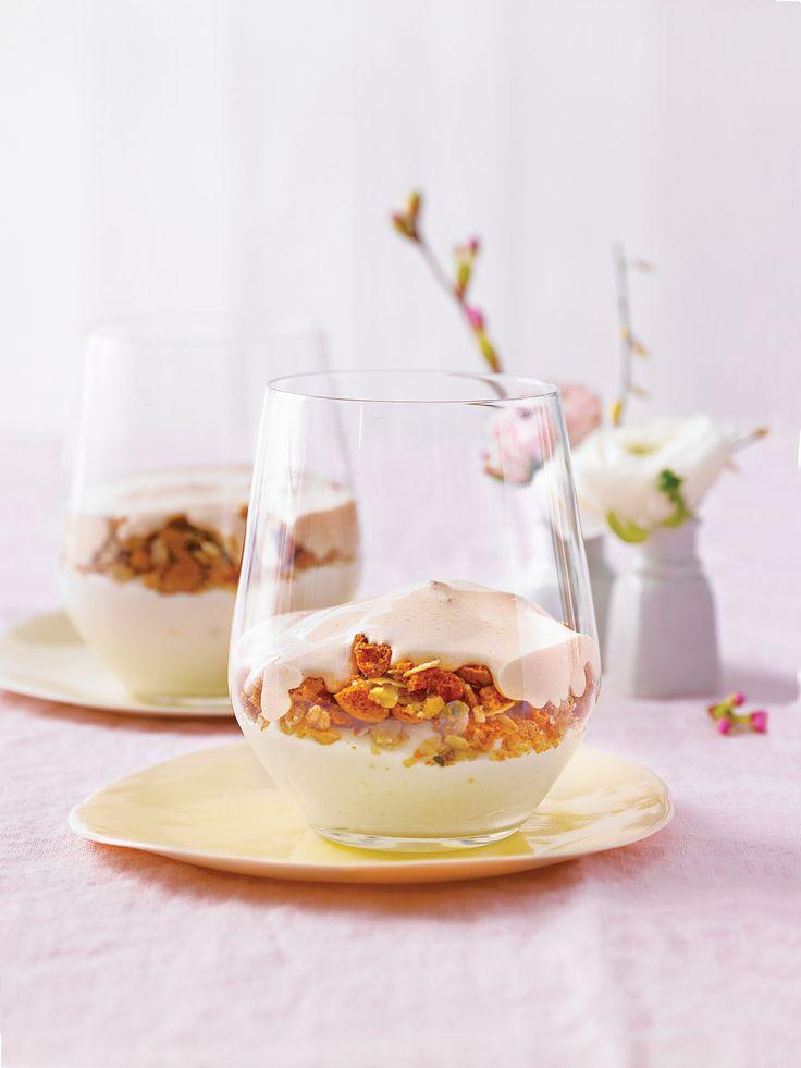 Krem pomarańczowy z rabarbarowym zabajone, przepis: http://www.weranda.pl/styl-zycia-new/krem-pomaranczowy-z-rabarbarowym-zabajone Stylizacja i zdjęcia: Thomas Neckermann/ Picture Press/ East News, #zabajone #krem #deser #pomarańcze #kremowy #dessert #orange #cream #fruits #sweet #white #pink