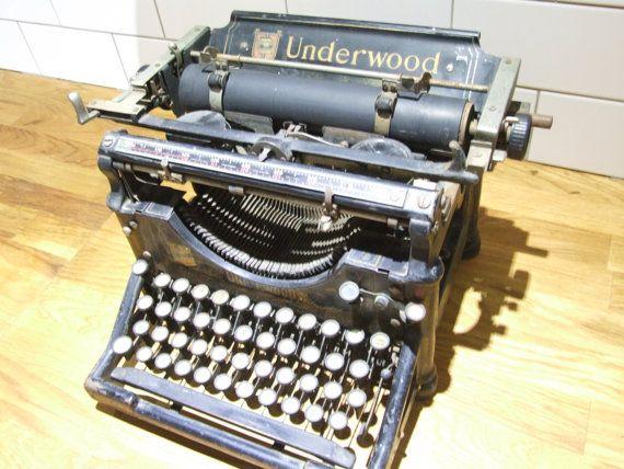 les 25 meilleures id es de la cat gorie underwood typewriter sur pinterest machines crire. Black Bedroom Furniture Sets. Home Design Ideas