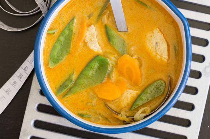 Das Rezept für Currysuppe mit Huhn mit allen nötigen Zutaten und der einfachsten Zubereitung - gesund kochen mit FIT FOR FUN