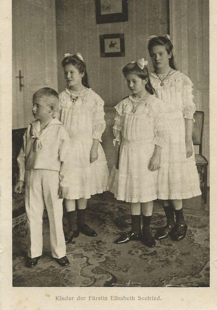 Les 4 enfants d'Élisabeth Marie de Bavière (1874-1957) et du baron Otto von Seefried auf Buttenheim (1870-1951) Elisabeth (1897-1975), Auguste (1899-1978), Marie Valérie (1901-1972) et Franz Josef (1905-1969).