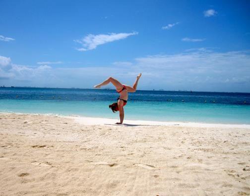 Xelias | Xelias Handstands Around the World