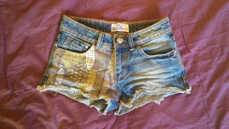 Dżinsowe szorty z kolorową wstawką